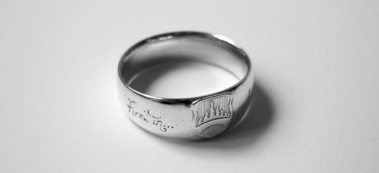 Sterling silver ring with the symbol of the bridgeburners from Steven Eriksons Malazans book of the fallen on it.